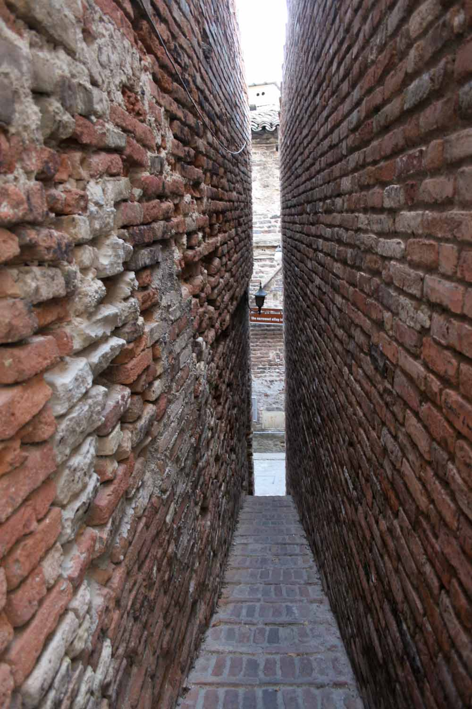 Ripatransone and the narrowest alley in Italy - Italian Notes