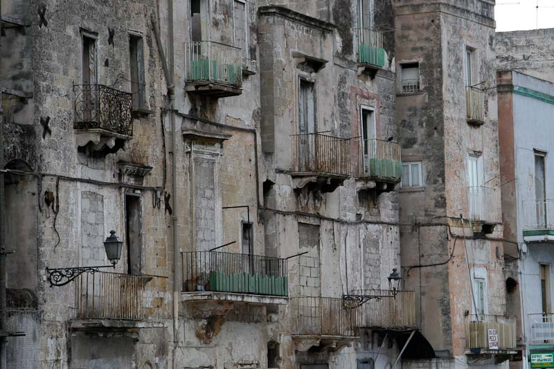 Photo of housing in the old part of Taranto