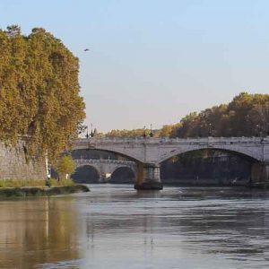 Image of bridge over Tibern near Villa Farnesina in Rome