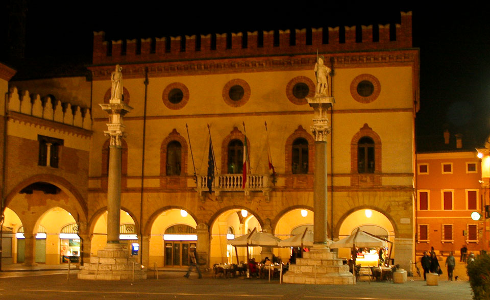 Sights in Ravenna - Piazza del Popolo night