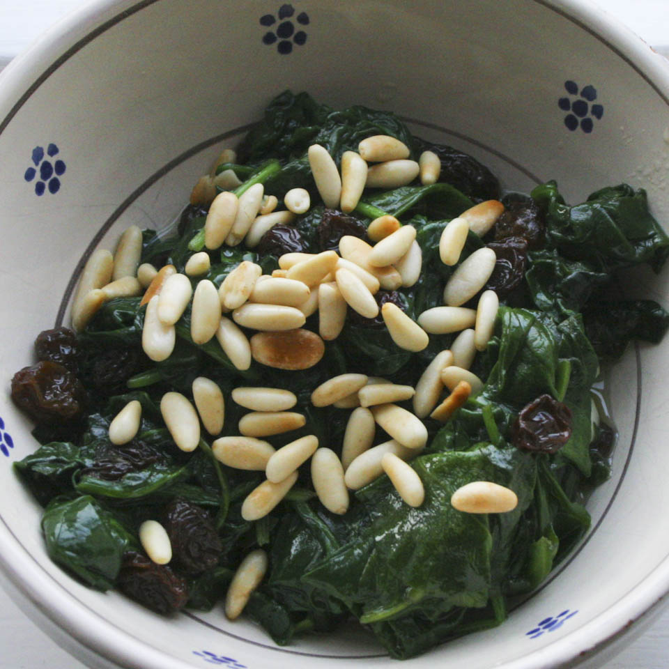 Image of Spinach with raisins, garlic and pine nuts