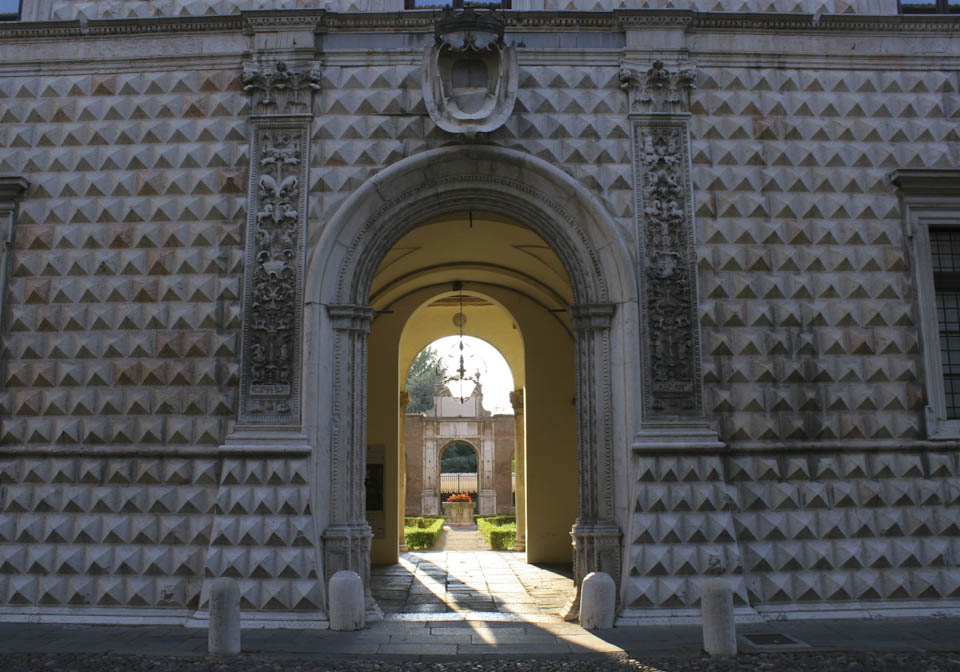 Diamond of Ferrara - Italian Notes