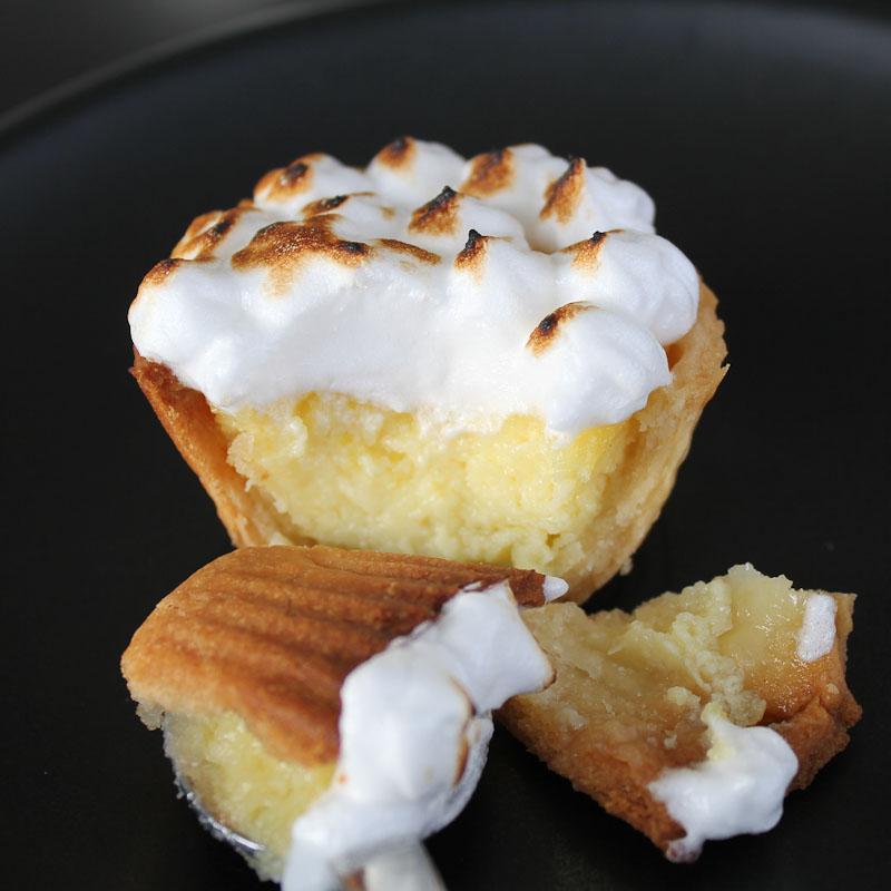 Photo of tart with lemon cream and egg white meringue
