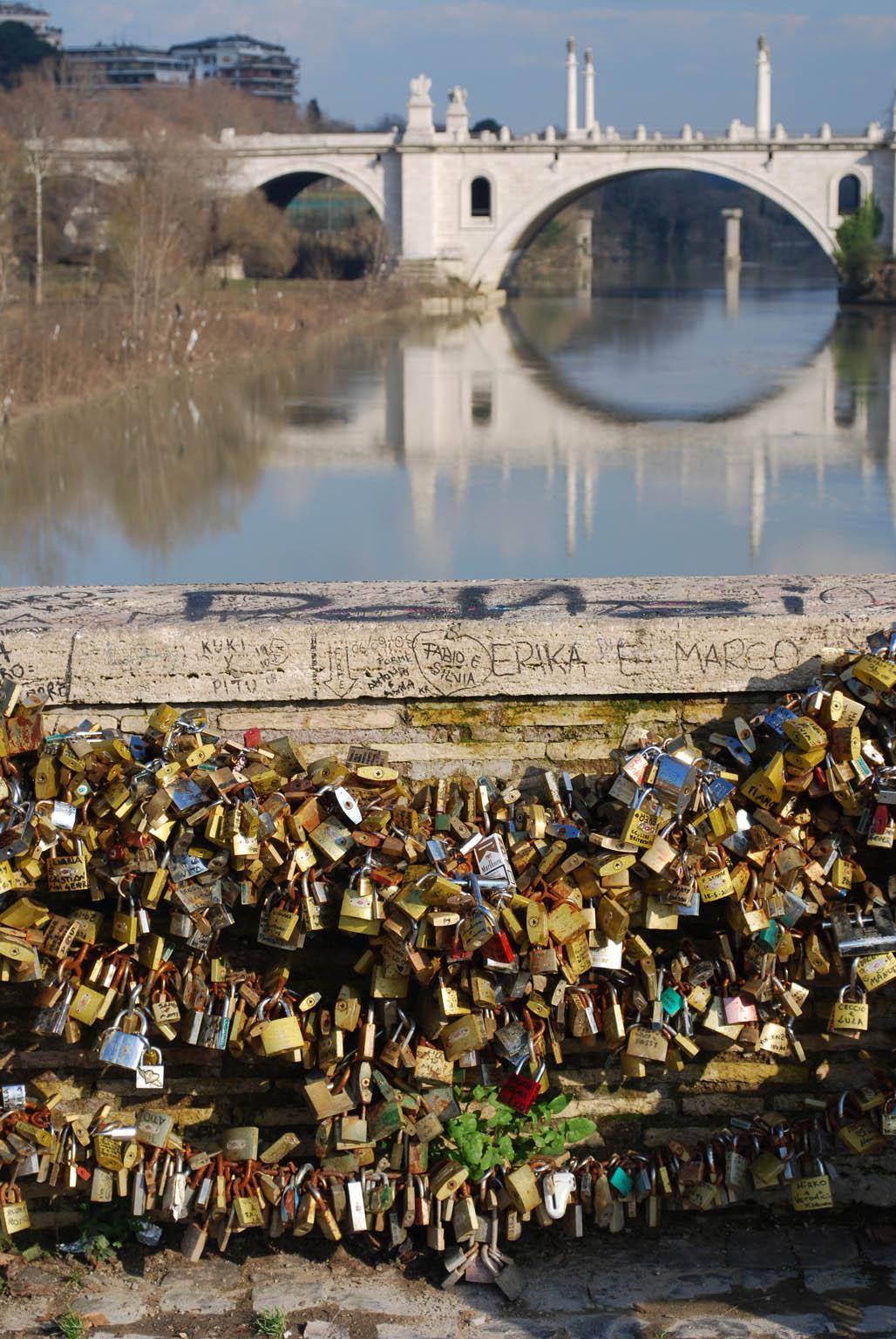 romantic bridges in rome