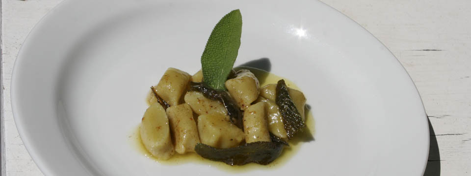Gnocchi with butter and sage - Italian Notes