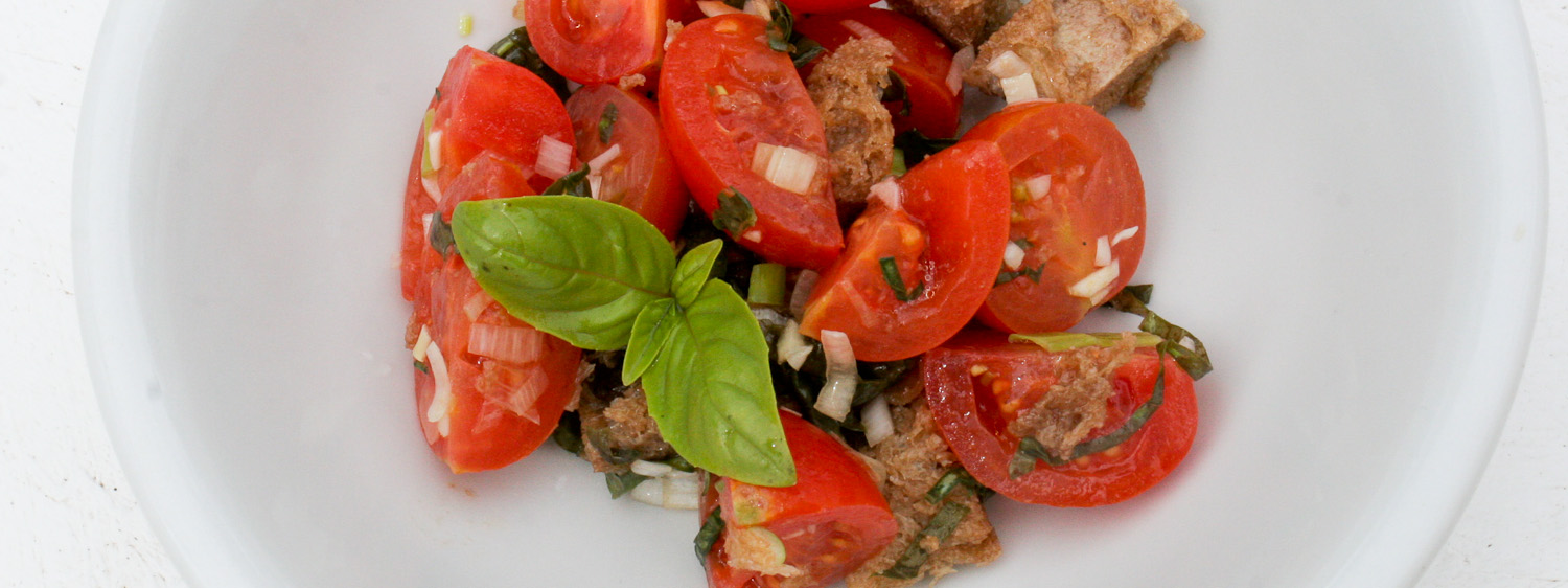 Panzanella salad recipe with bread and tomatoes - Italian Notes