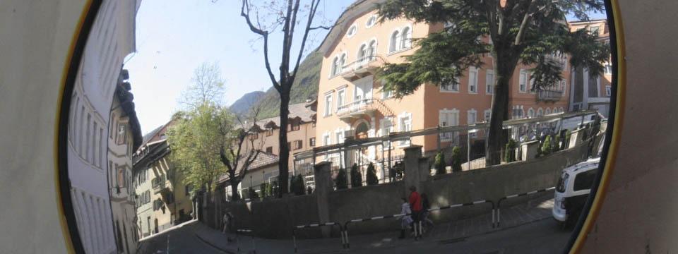 Bolzano mirrors - Italian Notes