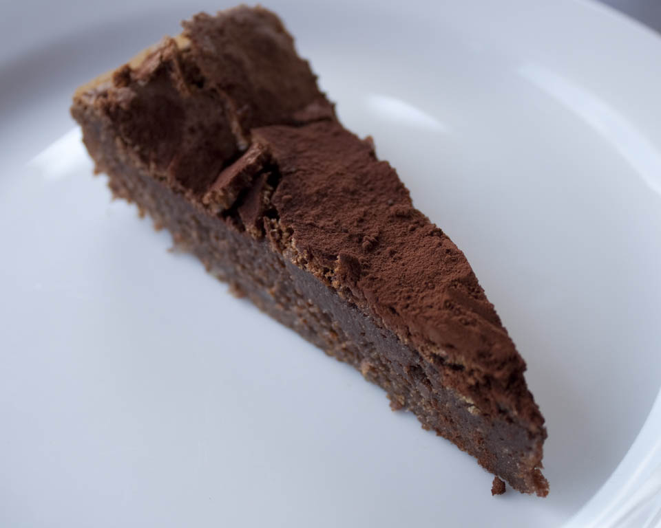 Chocolate cake with biscuits - Italian Notes
