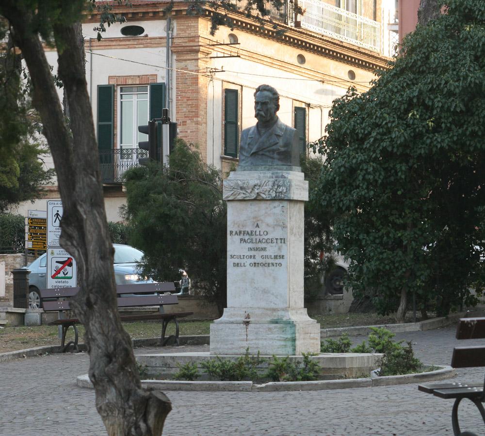 Statue in Giulianova Alta