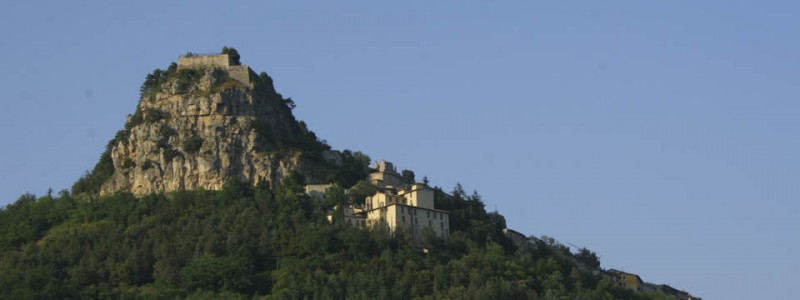 Abruzzo national parks: Castles and pastures
