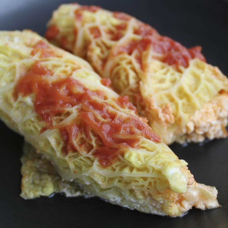Savoy cabbage rolls with ricotta