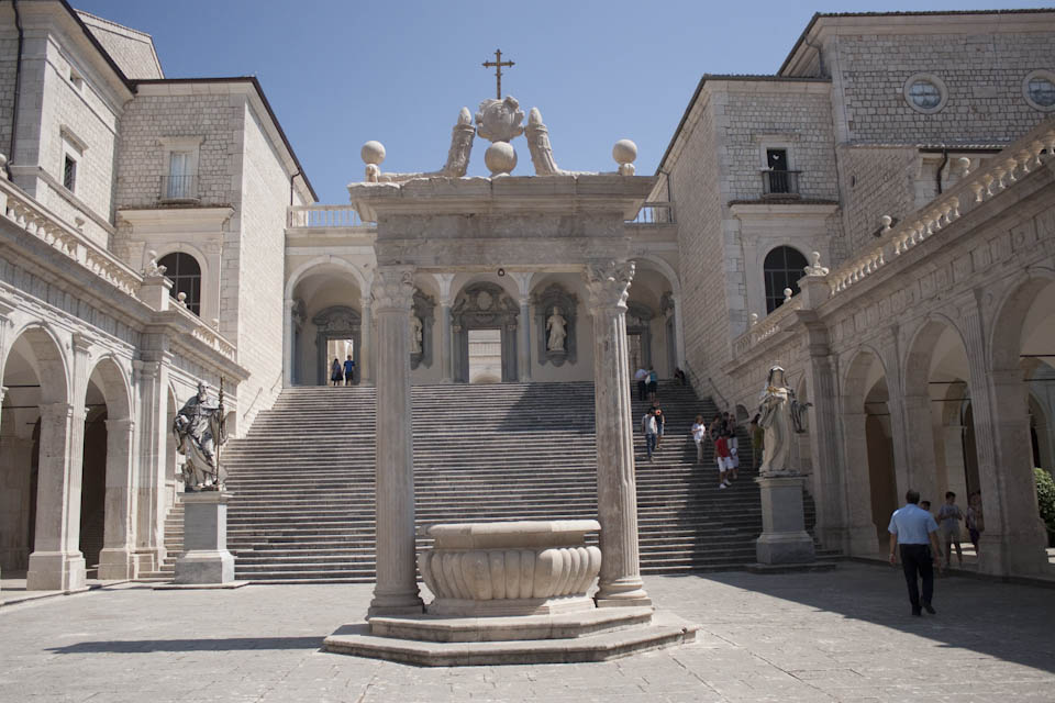Image of the courtyard of the Abbey of Monte Cassino