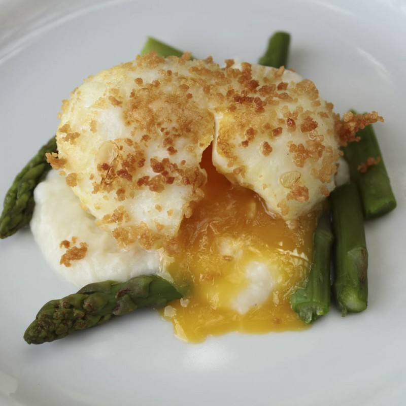 asparagus with soft boiled egg in bread crumbs 2