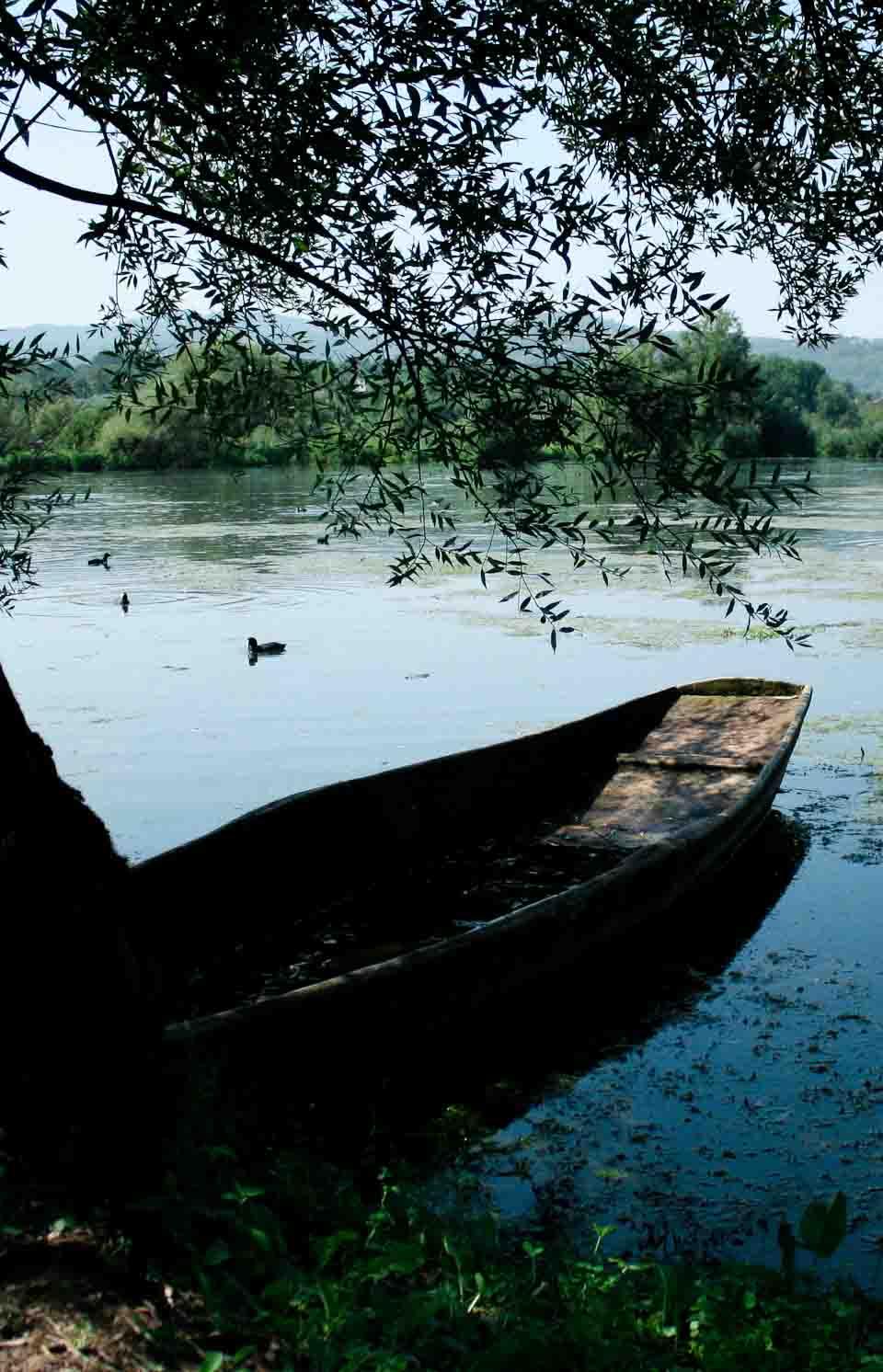 Flat bottomed boat in lake Posta Fibreno