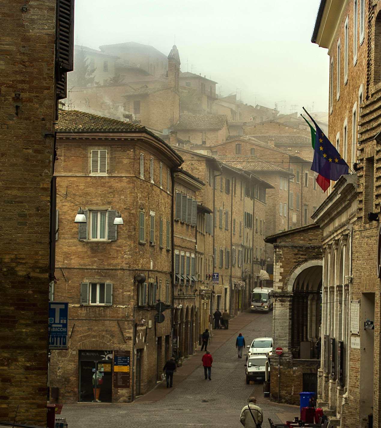 Is urbino in le marche one of the most adorable hill towns for Be italia