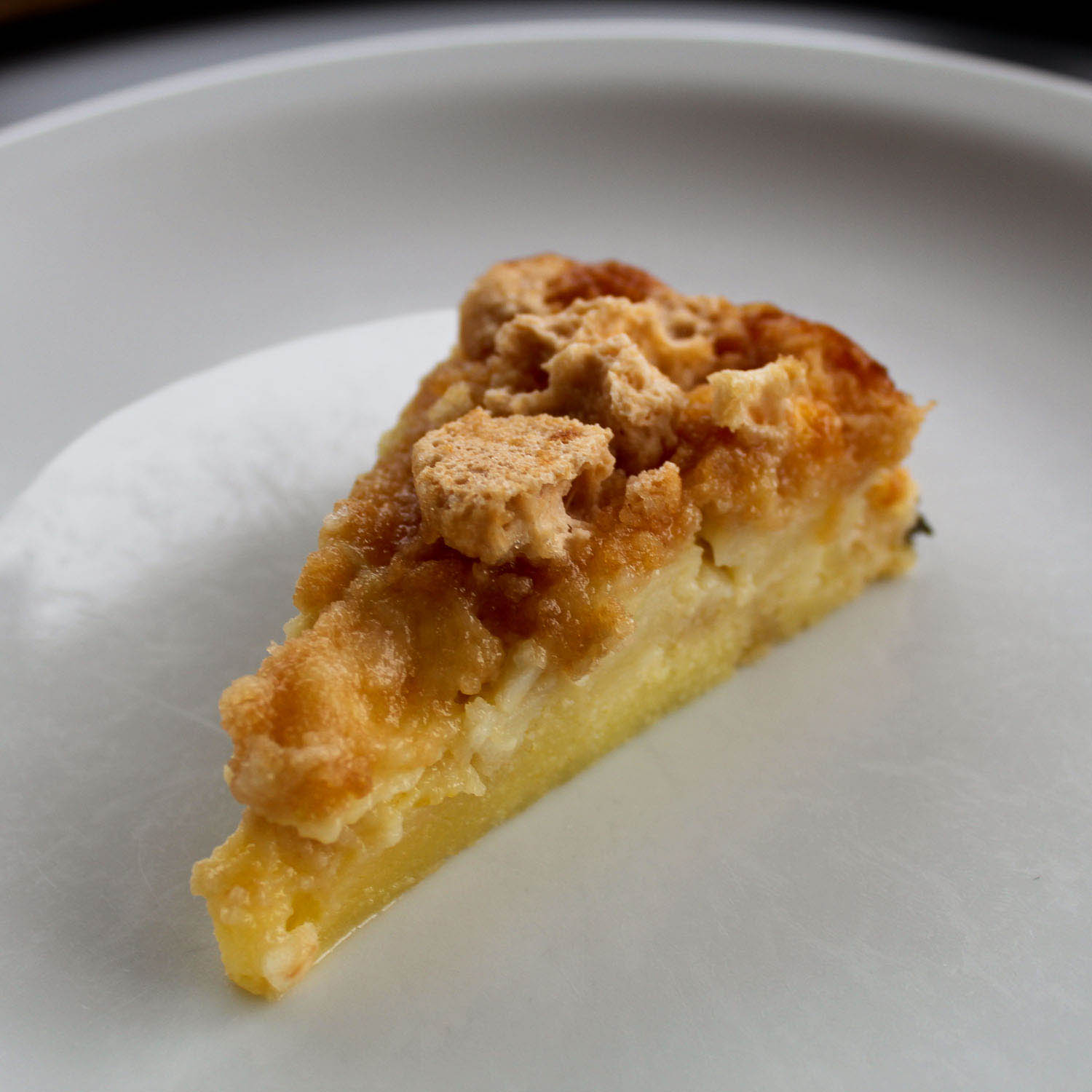 Apple amaretti cake