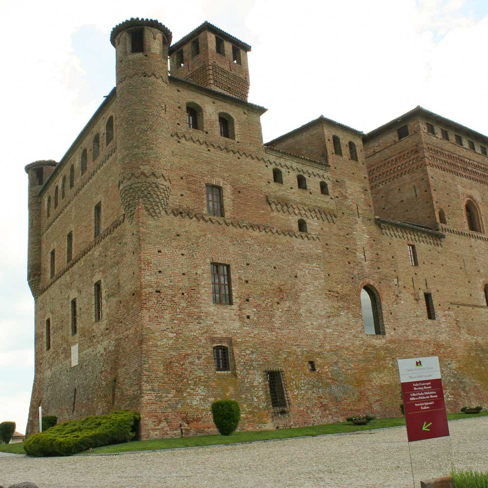 Grinzane Cavour - Visiting the Barolo Villages - Italian Notes