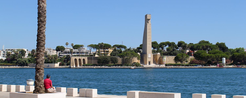 Sailor monument Brindisi - Italian Notes