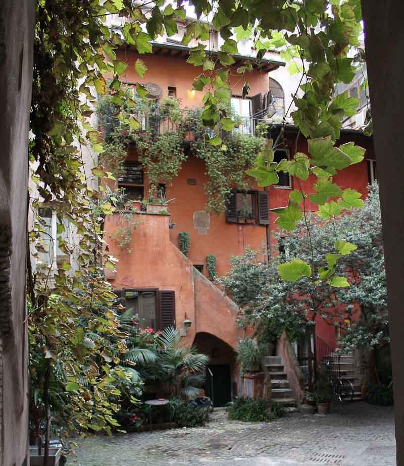 Vicolo degli Acetari in Rome