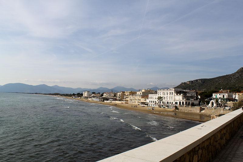 The seaside promenade in Sperlonga