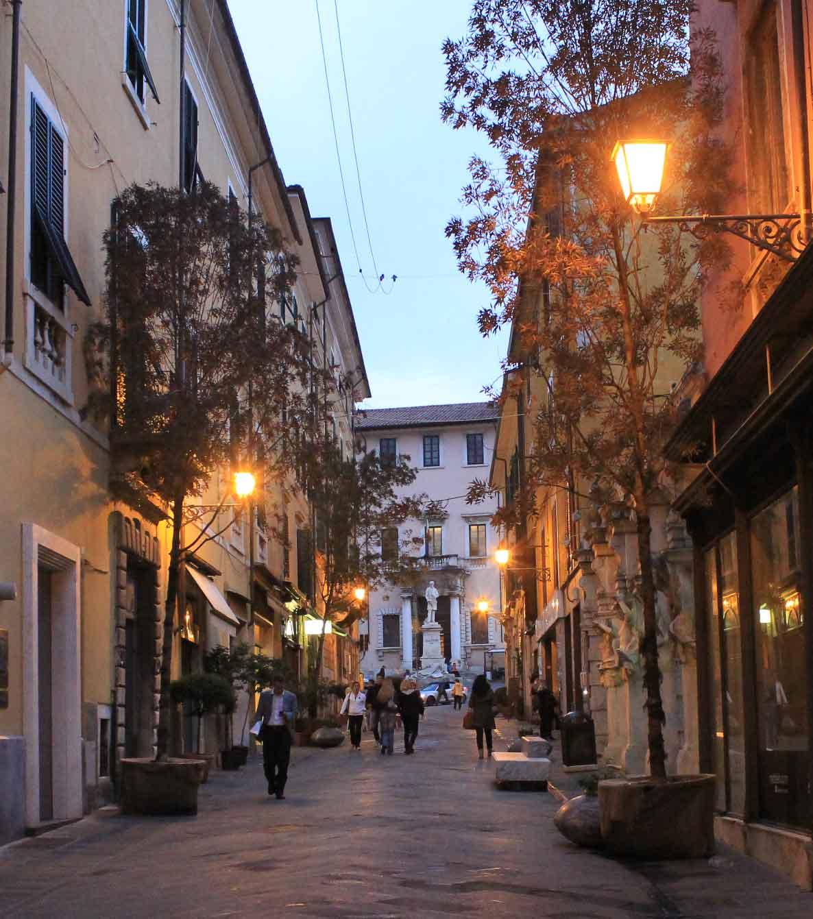 The contrasts of Carrara