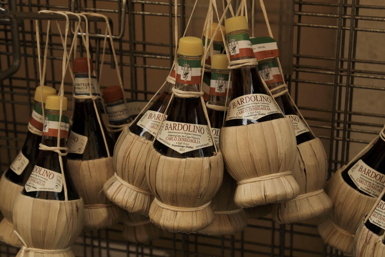 Wine souvenirs Peschiera del Garda