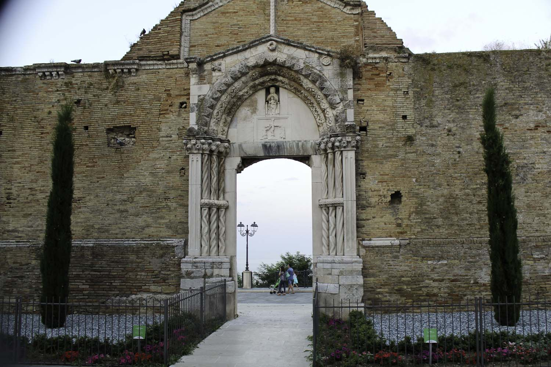 Vasto's Chiesa di San Pietro and the door to nowhere