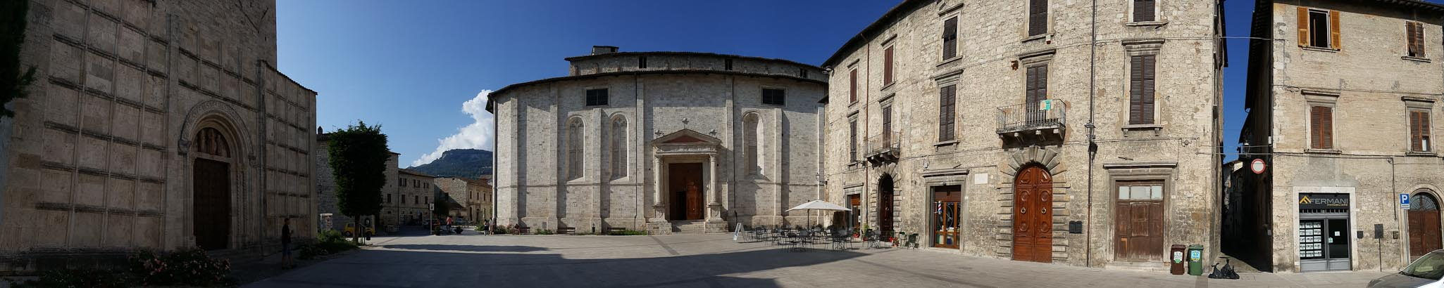 Piazza Arringo and the Ghost of Ascoli Piceno - Italian Notes