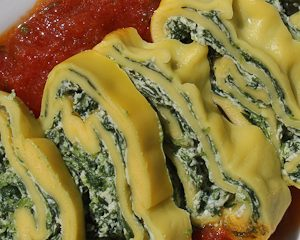 Spinach pasta roll