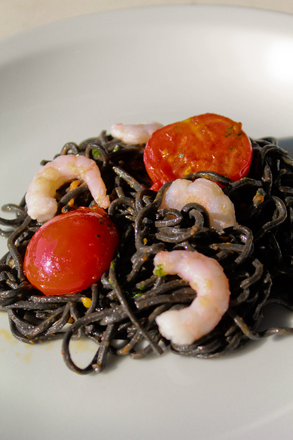 Black pasta with prawns - Italian Notes