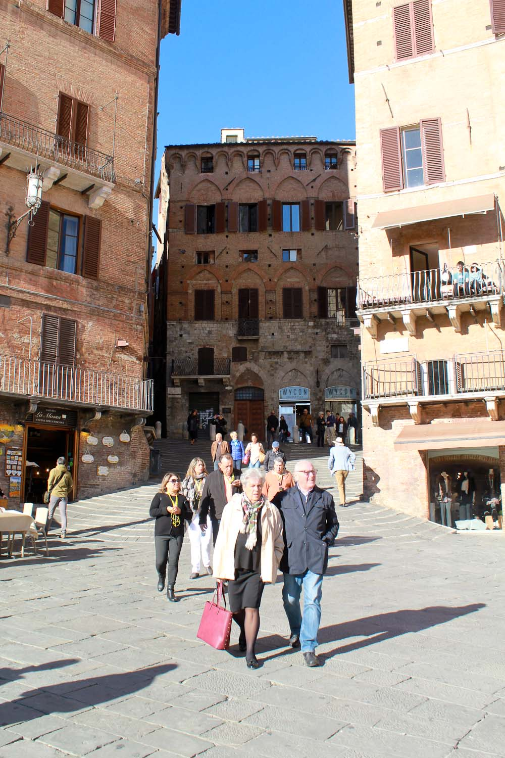 Piazza del Campo in Siena - Italian Notes