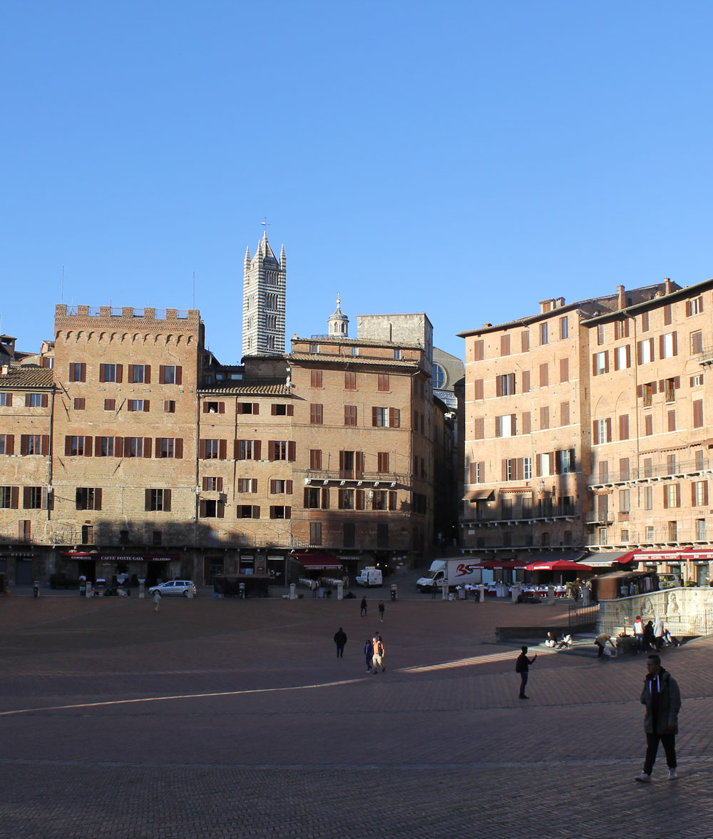 Piazza del Campo in Siena - Italian Notes