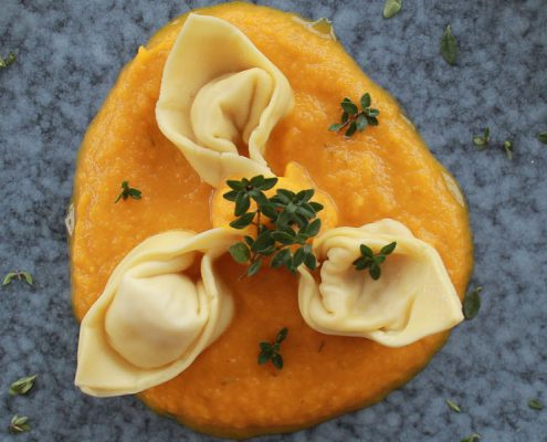Cappelletti with carrot sauce - Italian Notes