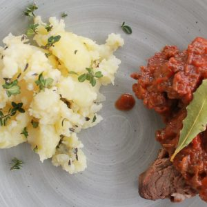 Pot roast with crushed potatoes - Italian Notes