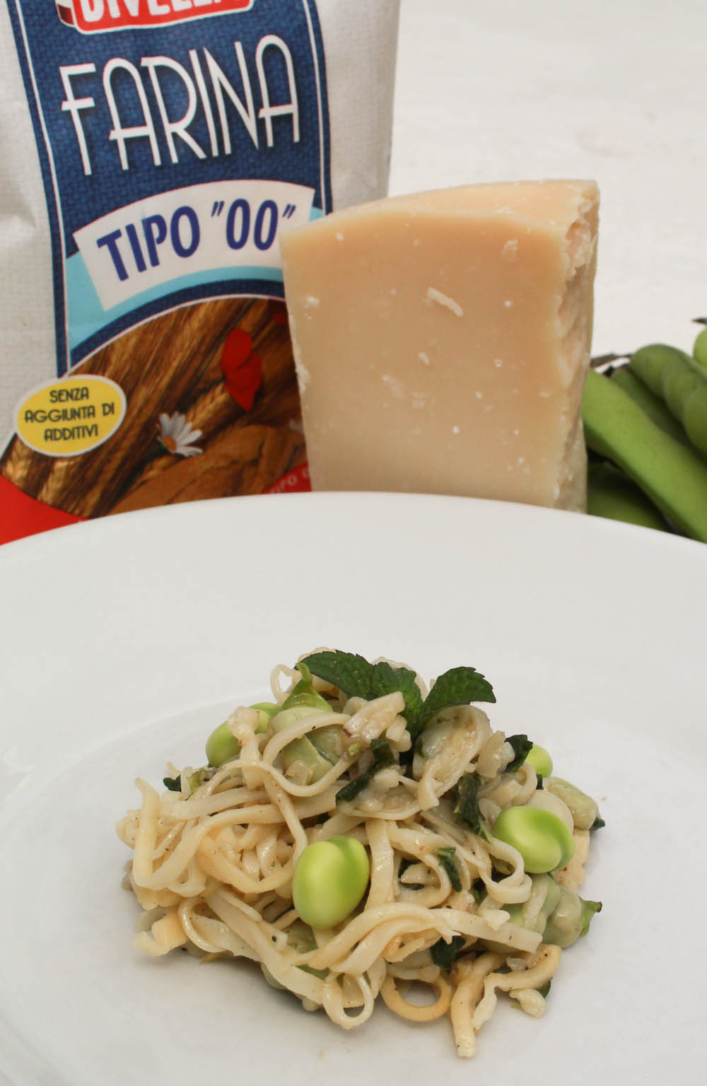 Pasta with fresh fava beans and onions - Italian Notes