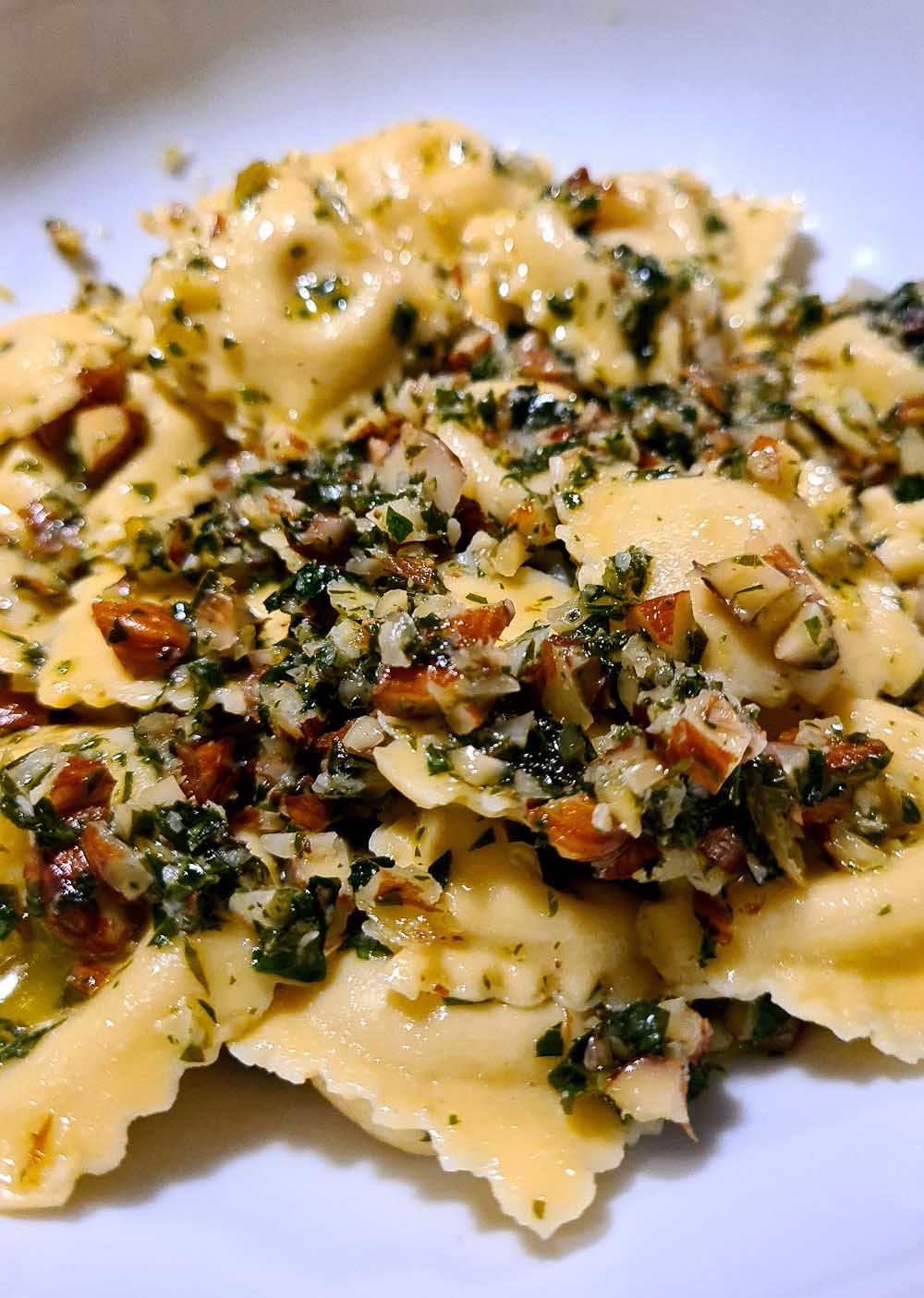Ravioli with goat cheese and hazelnuts - Italian Notes